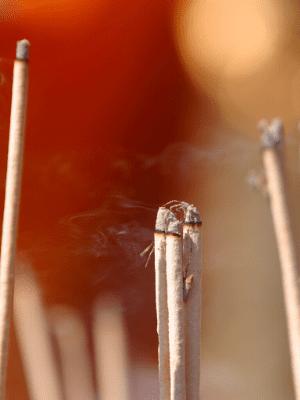 Queimar incenso purifica as energias